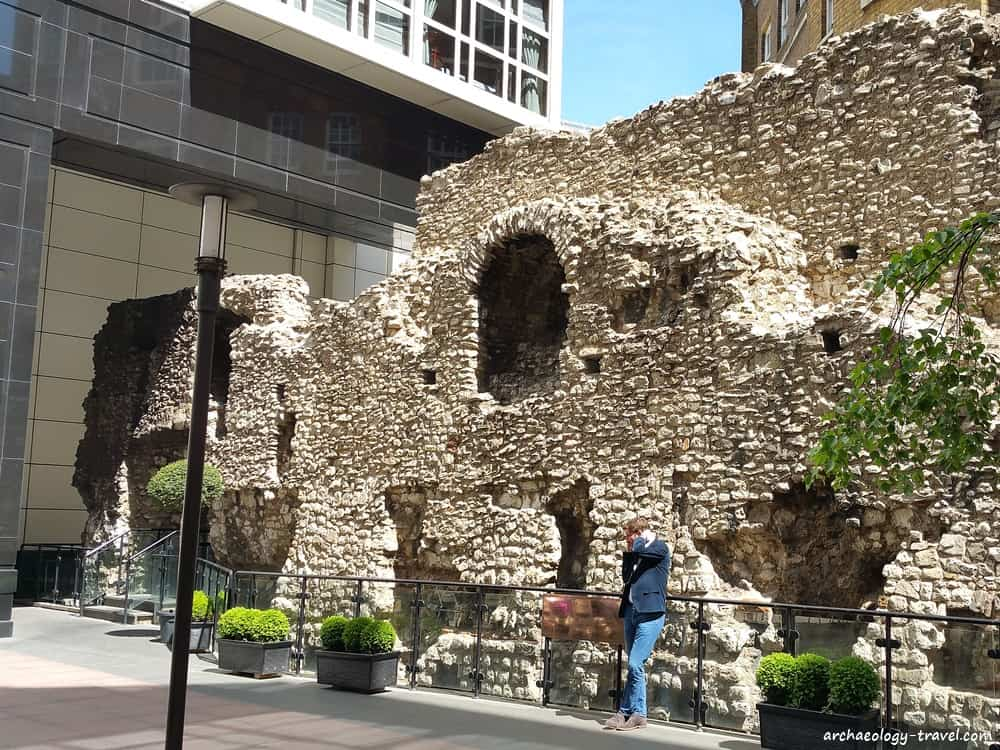 London 39 S Roman Medieval Wall Walk Archaeology Travel